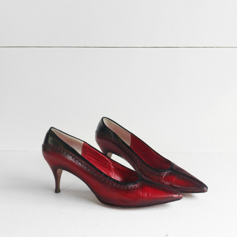 b9b618a3dfcf1 7 (Narrow)   1960's Red and Black Leather Heels Pinted Toe Styled Shoes