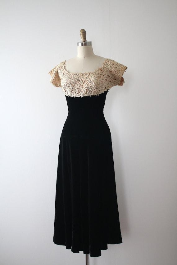vintage 1940s velvet & lace dress