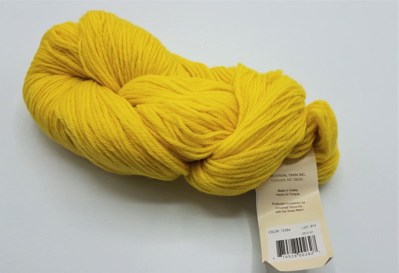 Universal Yarn Deluxe Worsted 100/% Wool Strip Light Yellow Color 12284 Lot 914