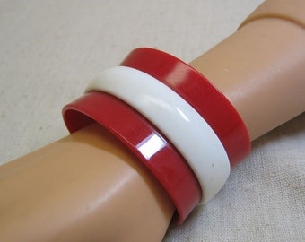 SALE   Vintage 1960s Molded Red and White Plastic Cuff Bracelet