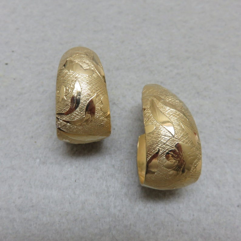 Sarah Coventry Clip Goldtone Clip On Earrings Oval Textured image 0