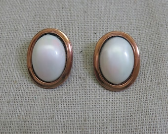 Copper and White Lucite Button Clip On Earrings, Vintage, 1960s, White