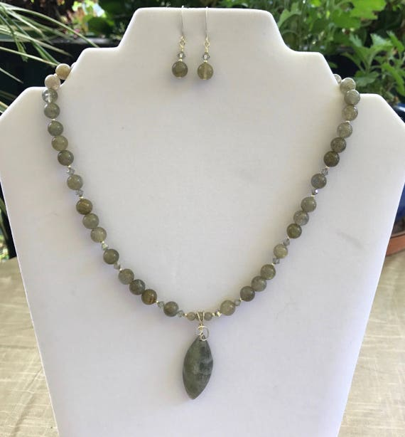 Natural Labradorite Stone Necklace