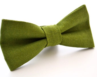 ebeaa9e840a0 Mens Bowtie in Green Linen, Green Bow Tie, Dark Green Bow Tie, Pine Green  Bow Tie, Bow Ties for Wedding, Olive Green Bow Tie