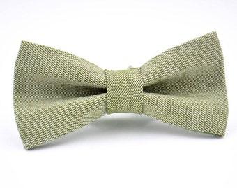 Mens Bowtie in Sage Green Linen, Light Green Bow Tie, Green Bow Tie, Groomsmen Bow Tie, Wedding Bow Tie, Rustic Wedding