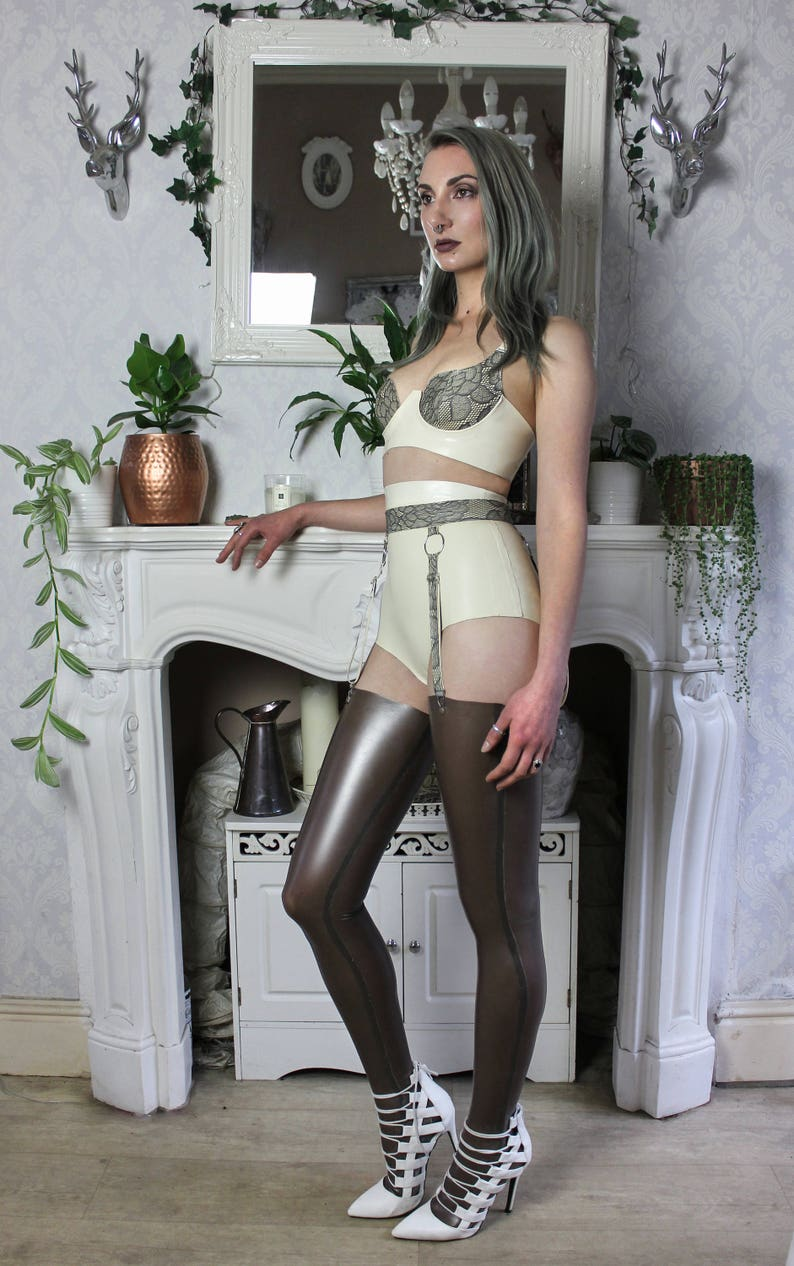 55170389996 Full latex lingerie set with latex-lace details