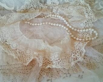 Antique Ecru Bedfordshire Handmade Lace Collar Gorgeous Delicate, Feminine