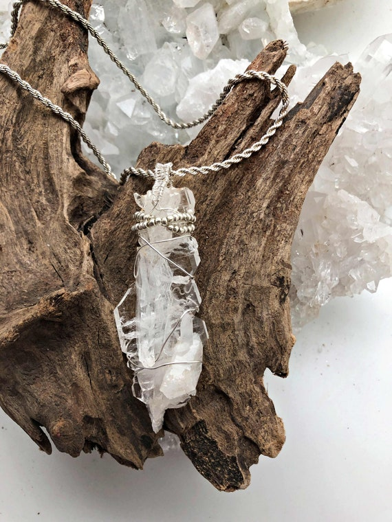 Faden Quartz Pendant Necklace