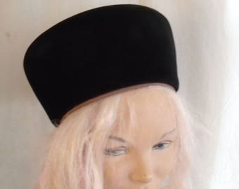Vintage 1950s Leslie James Hat Tall Toque Hat Black and Tan Designer Hat