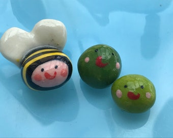 A tiny Bee and 2 Peas.Porcelain Bee and Peas .3 Mini ceramic green Peas.Ceramic Bee.Cute gift .Handmade in Wales ,Uk