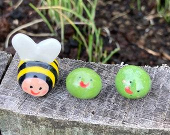 A tiny Bee and 2 Peas.Porcelain Bee and Peas .Mini ceramic cute gift box.Ceramic Bee.Cute gift .Handmade in Wales ,Uk