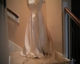 BIG Bridal Veil, Gold Veil, Handmade Gold Veil,  Shiny Gold Veil, Chapel Veil, Long Veil, Beaded Veil, Sequin Veil, Shimmer Tulle,