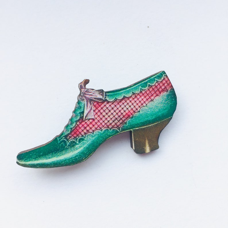 Green Vintage Women's Heeled Shoe with Bow  Wooden brooch image 0