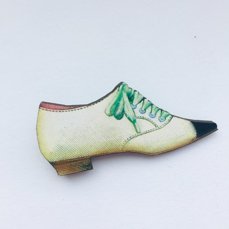 White Vintage Women's Green Lace up Shoe  Wooden brooch image 0