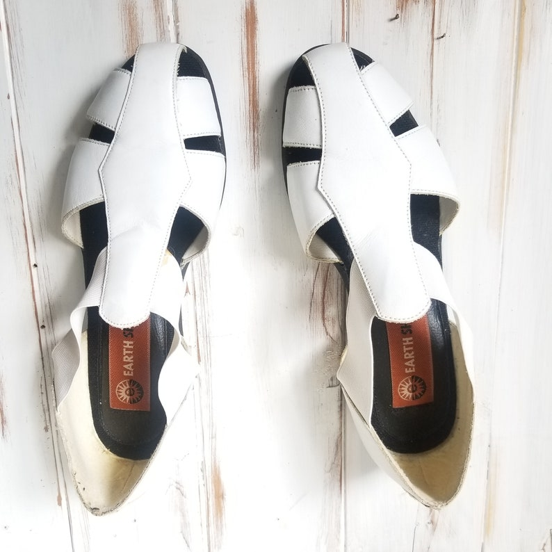 Size 7.5 Womens Vintage Genuine Leather White Fisherman Shoes Cut out Earth Shoe