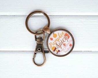 Fall theme Keychain Bag Charm, beaded pumpkin keychain, autumn accessories, fall decor and accessories, fall and autumn purse charm