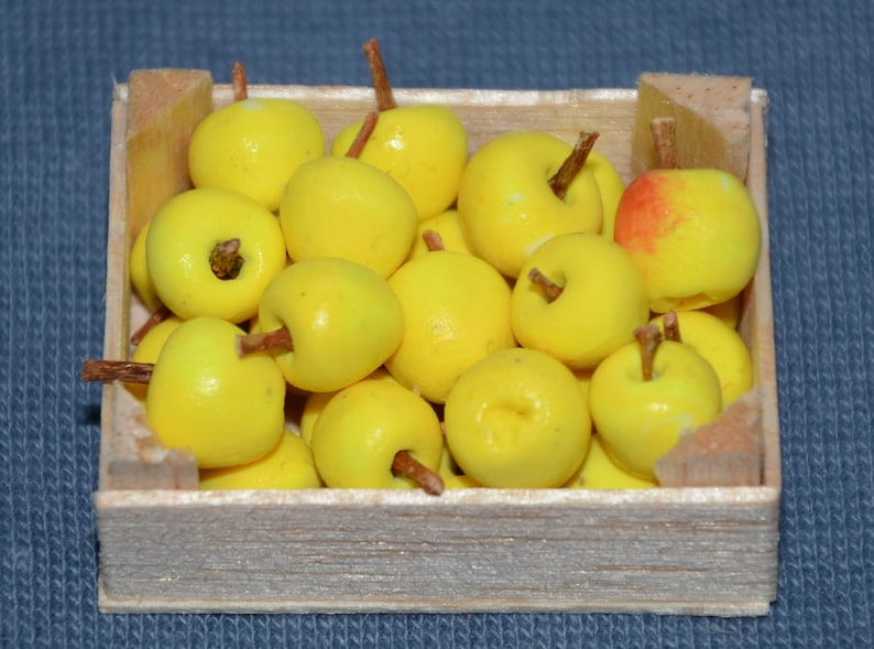 Dollhouse Miniature Set of 6 Yellow Apples
