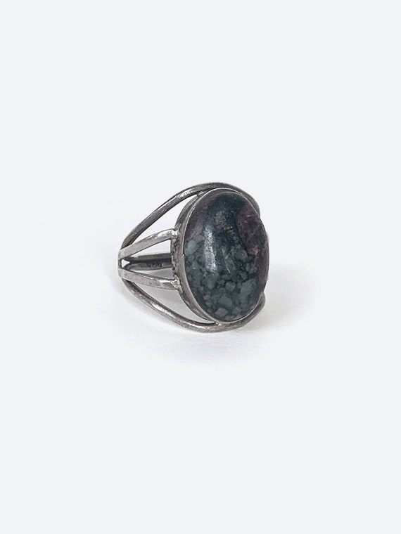 Grey Stone Silver Ring - image 2
