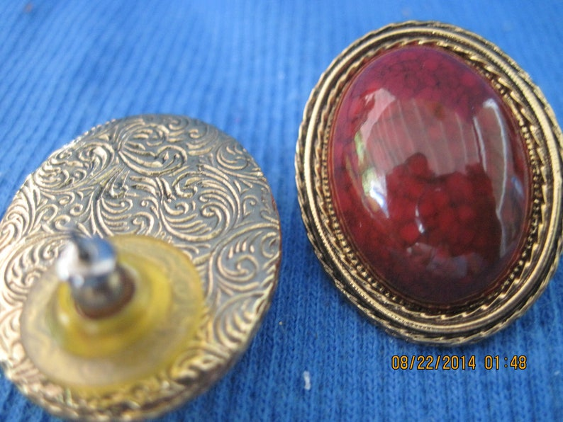 Vintage BEAUTIFUL Gold Fancy Oval w /'Gemstone/' Center Stud Earrings..#7535 Gift 4 HerGift 4 MomHoliday WearOffice or PlayAnytime