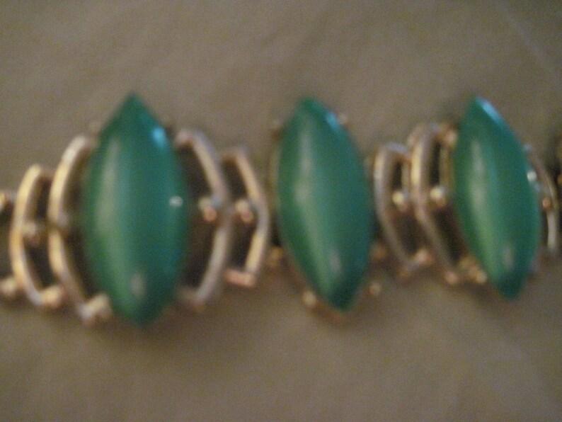 Vintage BEAUTIFUL Thermoset Lt GreenSeafoam Moonglow Big /& Chunky Goldtone Bracelet..3279