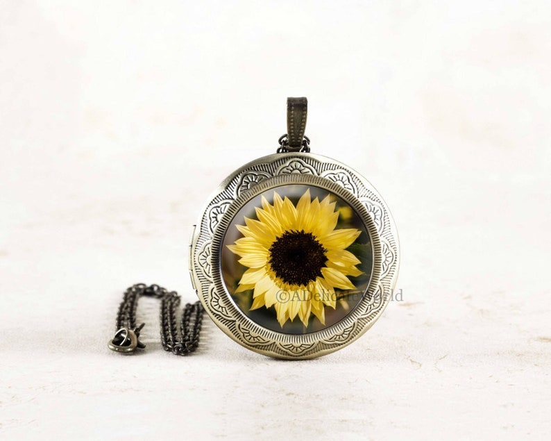 Botanical Necklace Summer Flower Jewelry Yellow Flower Photo Locket Sunflower Locket Sun Flower Locket Necklace Garden Flower Necklace