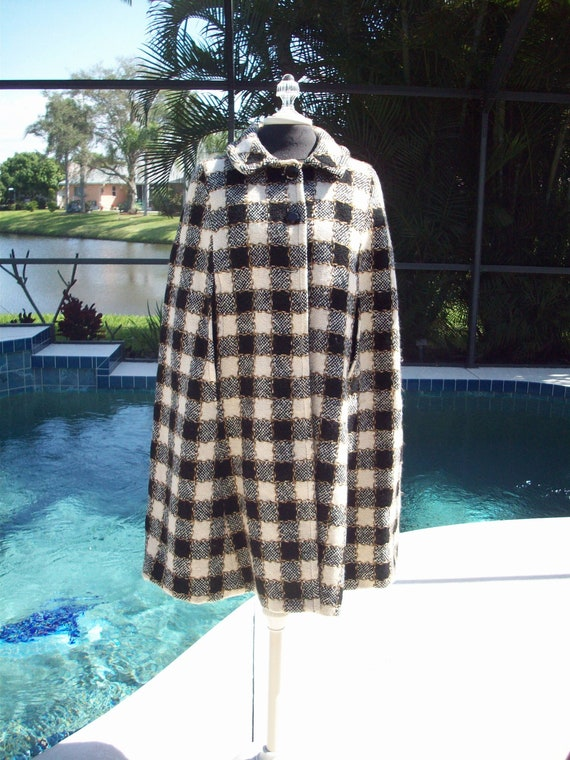 Gorgeous Vintage Checkered Capelet