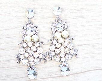 Crystal and pearl earrings. Wedding earrings. Earrings for bride to be. Bride earrings. Pearls earrings. crystal earrings. .