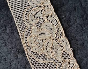 Vintage lace/Blush lace/Scalloped edge lace/Flat lace/1 yard lengths.