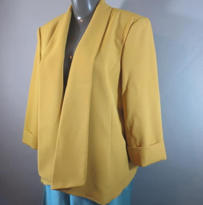 Cowl Collar Yellow Gold Vintage JONES STUDIO,Short Coat,Duster Style,Drapes nicely Lined body Poly fells like Rayon 34 Roll-up Sleeves