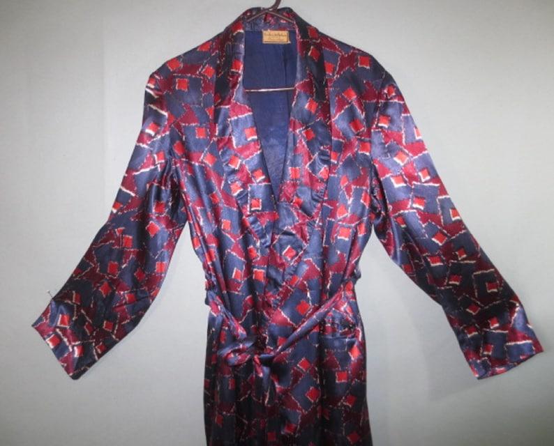 Good Condition Men/'s Smoking JacketRobe Vintage 1940/'s Men/'s Satin Robe Seattle Self Belt Tie with Fringe,Lap Front Frederick /& Nelson