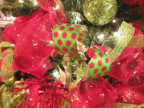 How To Make Deco Mesh Christmas Tree Deco Mesh Christmas Tree Downloadable Video Diy Do It Yourself Deco Mesh How To Decorate