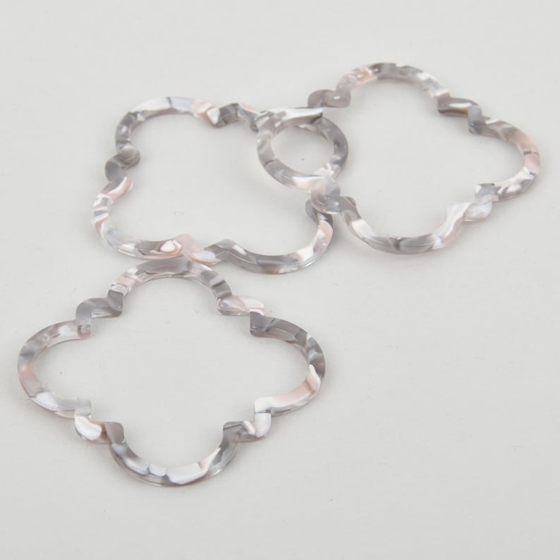 4 Acrylic Clover Flower Charms GRAY MIST Terrazzo Gray and White 2 chs5633