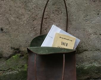 A Stunning Flat Bag