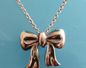 f35979a9b Vintage Tiffany & Co. Sterling Silver Bow Pendant Necklace 16