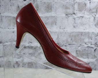 c86d1f68d9d vintage 1950s 50s Valley red wingtip leather midcentury pumps size8AA narrow