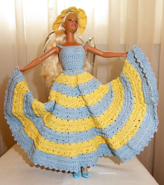 Fashion Doll - poupée robe Cape Cape Cape sac à main chaussures - Costume Original de charme méridional au Crochet - jouent ou recueillir patrimoine - Hand Made in USA article 1303 77099c
