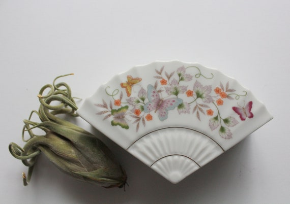 Jewelry Box Floral Fan Shaped China Box Hand Painted Fan Shaped Trinket Box Porcelain Fan Shaped Lidded Box