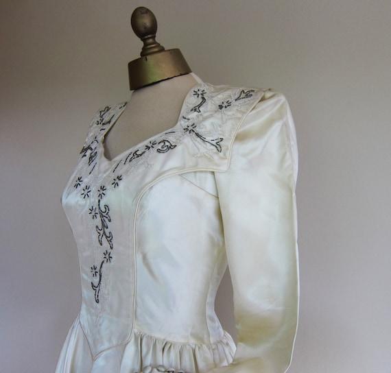 1940s gown,  SATIN wedding dress , LONG  TRAIN,  b