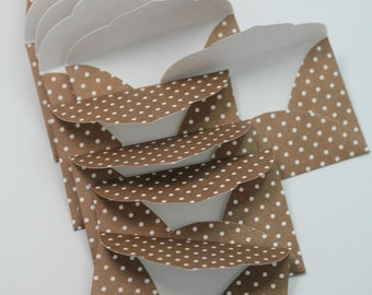 10 small envelopes/ Brown and white dotted
