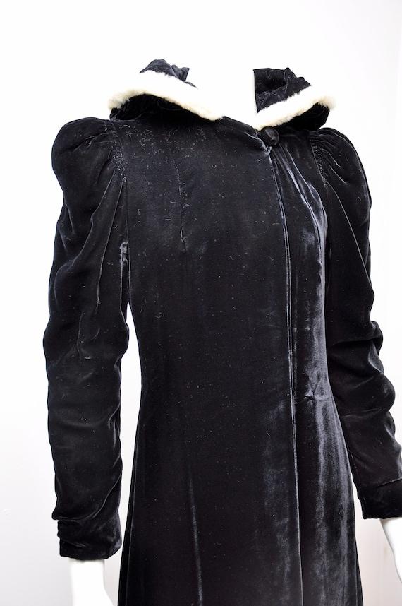 1930s black silk velvet opera coat S/M