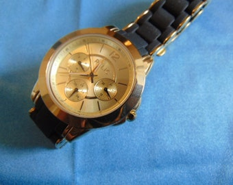 Ladies Relic 2 tone with black rubber/metal strap, runs and keeps time
