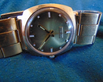 Mens Benrus Rotor Automatic, with signed band, Base Metal Bezel, runs and keeps time