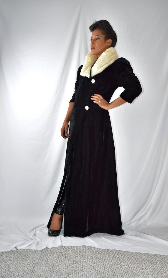 Vintage 1930s 1940s Black Velvet Opera Coat with W