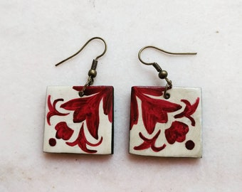 Talavera tile earrings dark red and beige. Polymer clay handpainted earrings symmetrical mexican tiles