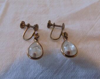 vintage mustard seed earrings screw back earrings lucite gold
