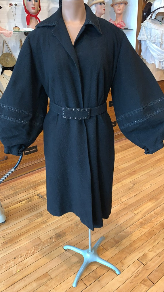 1930's Balloon sleeve wool coat