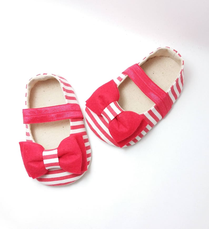 7d609508e04 Red Baby Girl Shoes. Mary Jane Girl Shoes. Soft Sole Shoes. Baby Booties.  Felt Baby Booties. Bow Shoes. Fabric Baby Shoes. Baby Shower Gift.