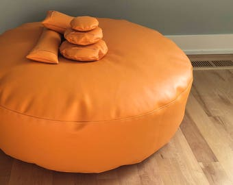Posing Puck (tm) Jumbo Bright Orange Waterproof Newborn Baby Photography Cushion and 5 Positioning Props, Bundled in a Handled Bag
