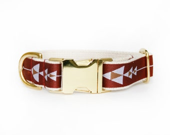 Maroon adjustable arrow print dog collar, modern dog, geometric pet accessory