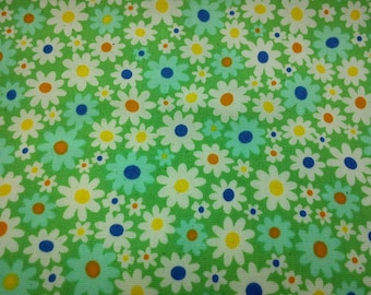 Small and tiny daisies, green, 1/2 yard, pure cotton fabric